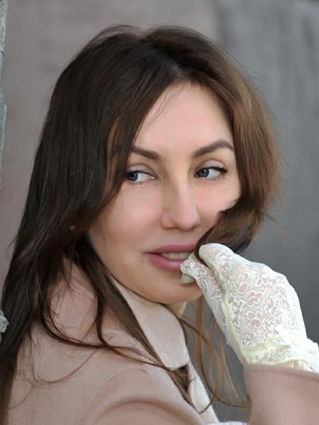 Oksana / Réf. 630773 / Adhérente Agence Amélie