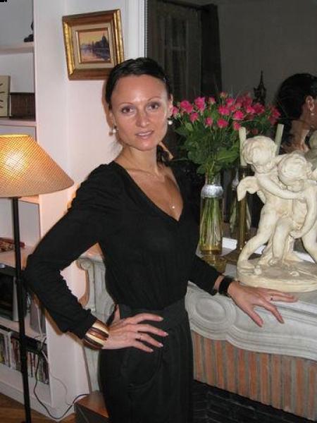 Viktoriya (Paris) / Réf. 91092 / Adhérente Agence Amélie