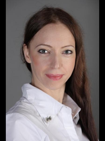 Julia / Réf. 91377 / Adhérente Agence Amélie