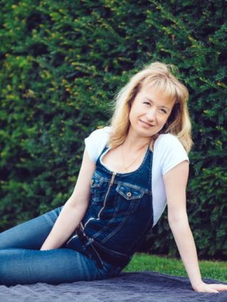 Natalia (Paris) / Réf. 92069 / Adhérente Agence Amélie