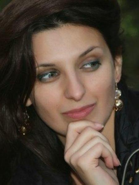 Elena / Réf. 9090 / Adhérente Agence Amélie