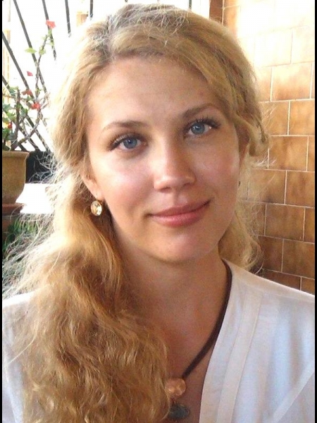 Yulia / Réf. 2562 / Adhérente Agence Amélie