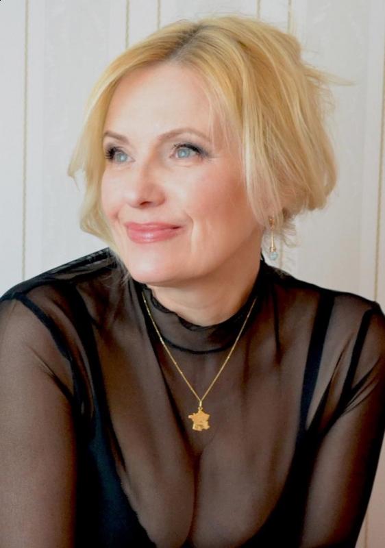 Femmes russes avec et sans maquillage